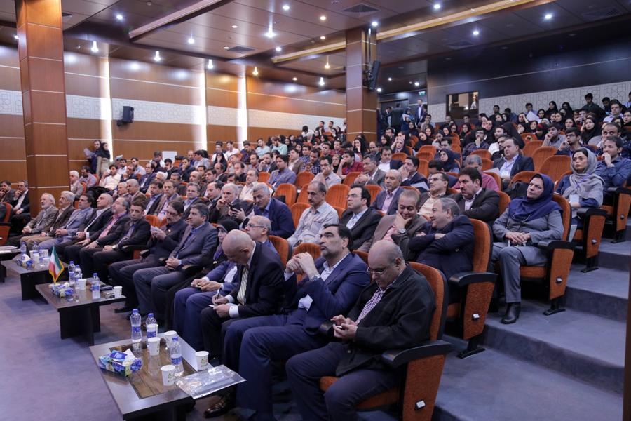 اهمیت حضور در کنفرانس های بین المللی برای پذیرش تحصیلی